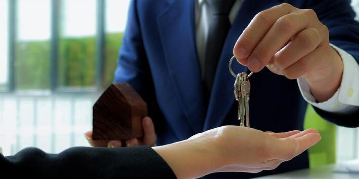 What tax should the foreigners pay when selling a house in Spain?